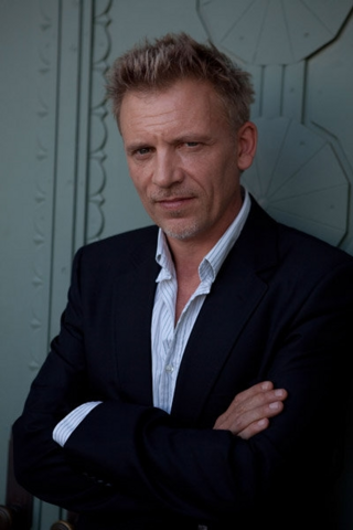 File:Callum Keith Rennie.png
