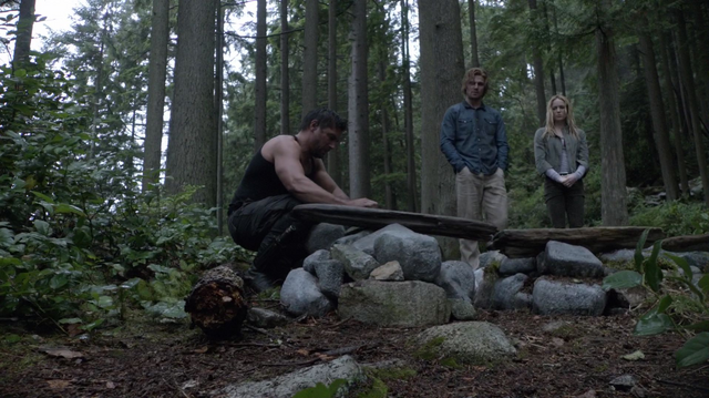 File:Slade, Oliver and Sara bury Shado.png
