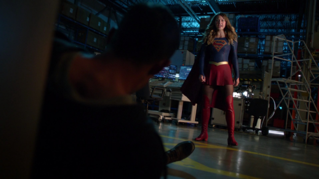 File:Kara faces off against Mon-El.png