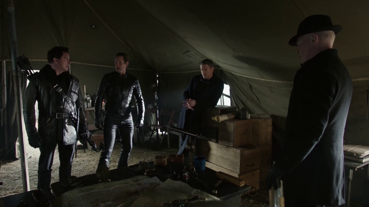 Archivo:The Legion being informed by Eobard Thawne about the Legends from the future.png