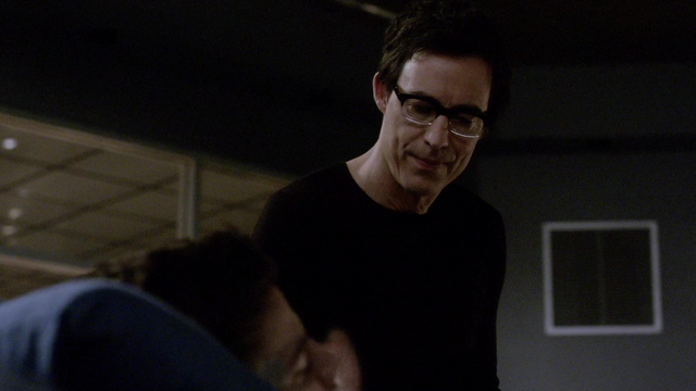 File:Eobard considers killing Barry.png