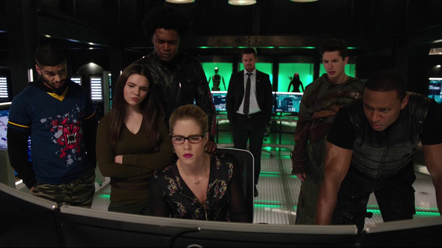 File:Team Green Arrow and Felicity read about Vigilante.png