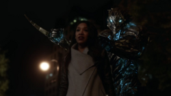 Savitar kills Iris