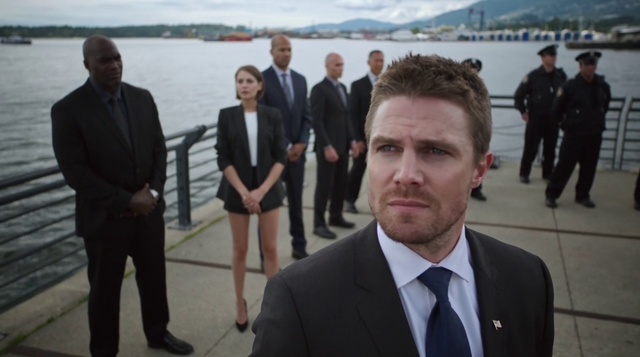 File:Oliver Queen reveals the statue to honor Laurel Lance.png