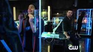 Arrow - Episode 3x08 The Brave and the Bold (The Flash Crossover) Sneak Peek 1