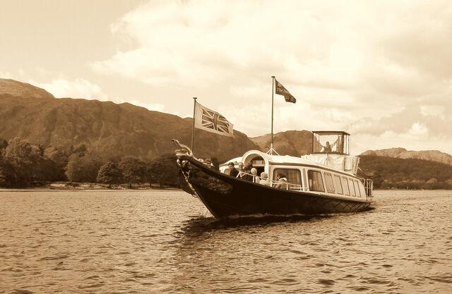 File:Gondola Sepia Bow ed1.jpg