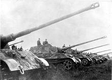 220px-Bundesarchiv Bild 146-1975-102-14A, Panzer VI (Tiger II, Königstiger)
