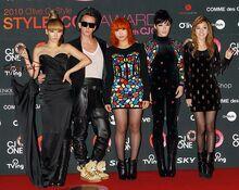 2NE1 and Jeremy Scott