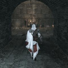 Ezio gaat het altaar binnen.