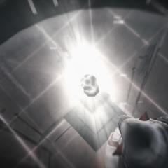 Ezio plaatst de appel op de sokkel.