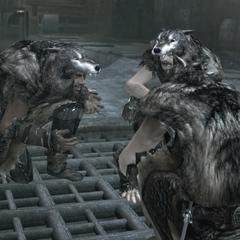 Drie volgelingen van Romulus bespreken hun plannen.