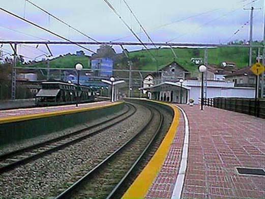 Archivo:Estación de tren-Trubia.jpg