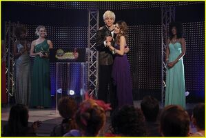 Austin-ally-relationships-red-carpet-stills-03