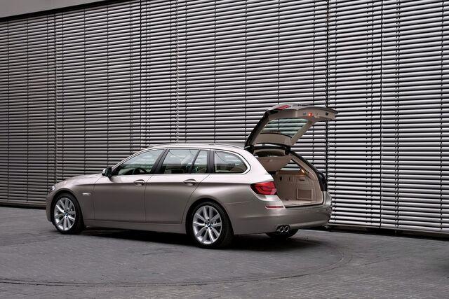 File:2011-BMW-5-Series-Touring-38.jpg