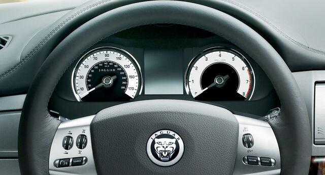 File:22-jaguar-xf.jpg