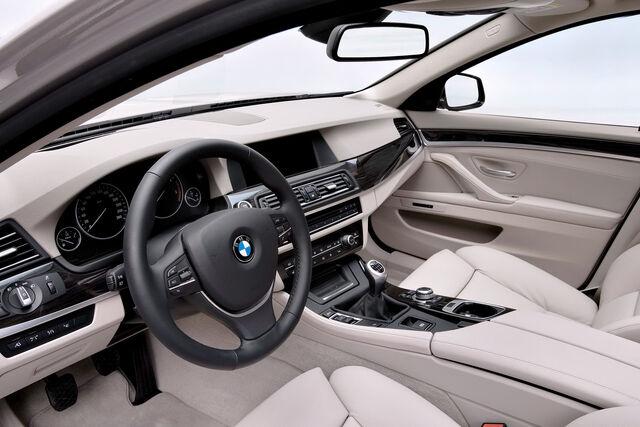 File:2011-BMW-5-Series-Touring-47.jpg