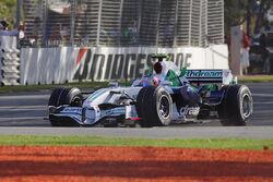 Rubens barrichello waves to crowd - 08 Melb GP