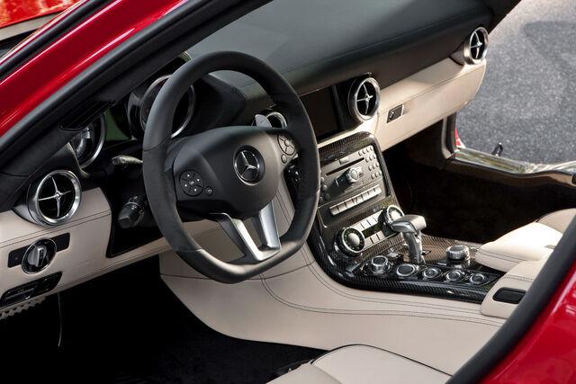 File:Mercedes-SLS-AMG-9.jpg