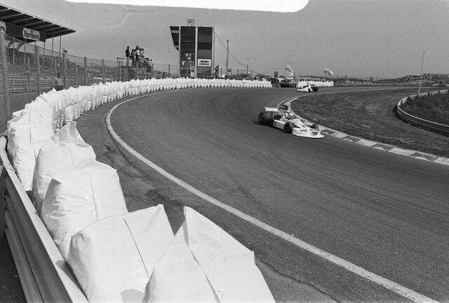 File:Lombardi at 1975 Dutch Grand Prix.jpg