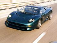 Jaguar-xj-220-16