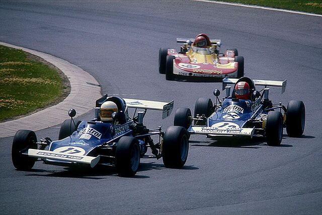 File:1975-07-12 Formel Super V Nr. 17 u. 13 = Kaimann, Nr. 39 Lola T 320.jpg