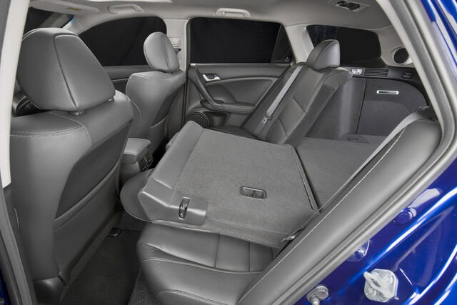 File:2011-Acura-TSX-Sport-Wagon-21.jpg
