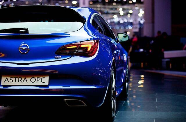 File:Opel Astra GTC OPC14.jpg