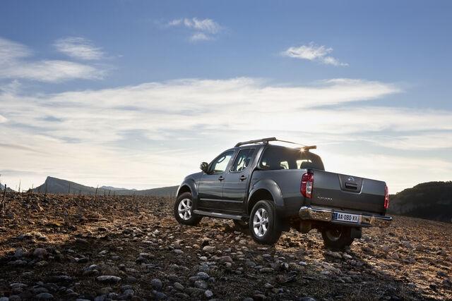 File:2011-Nissan-Pathfinder-Navara-17.jpg