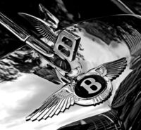 649px-Bentley badge and hood ornament-BW