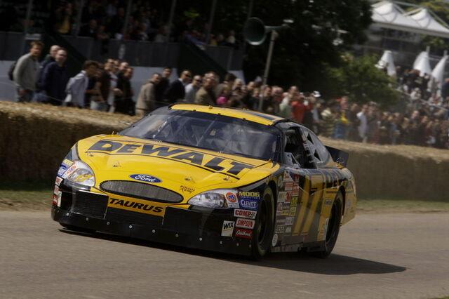 File:Ford-taurus-nascar-08.jpg