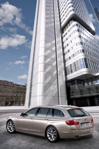 File:2011-BMW-5-Series-Touring-11.jpg