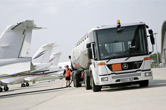 File:08 Mercedes Benz Econic Semi Trailer Tanker 1.jpg
