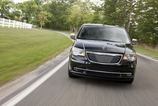 File:2011-Chrysler-Town-and-Country-9.JPG