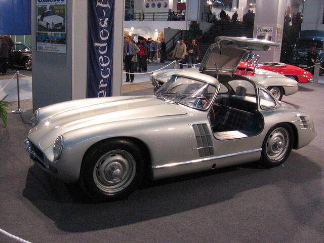 File:800px-Mercedes-Benz 300 SL Transaxle.jpg