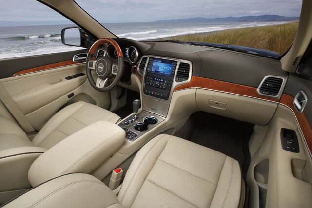 File:2011-Jeep-Grand-Cherokee-2.jpg