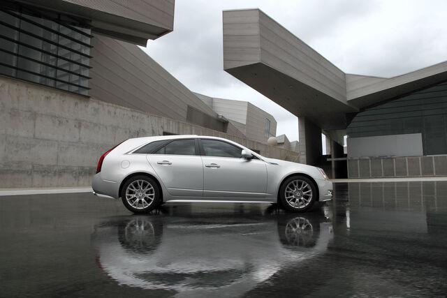 File:Cadillac-CTS-SW-2.jpg
