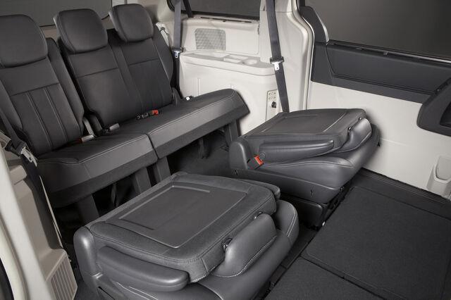File:Chrysler-Grand-Voyager-9.jpg