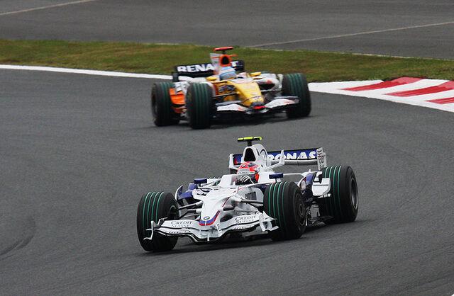 File:Robert Kubica leads 2008 Japanese GP.jpg