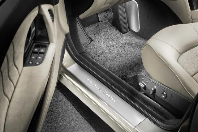 File:Maserati-Quattroporte-Awards-Edition-3.jpg