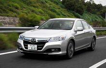 2014-honda-accord-hybrid-front-three-quarters-in-motion