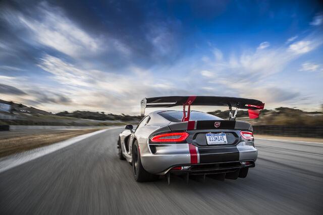 File:2016-Dodge-Viper-ACR-rear-end-in-motion-04.jpg