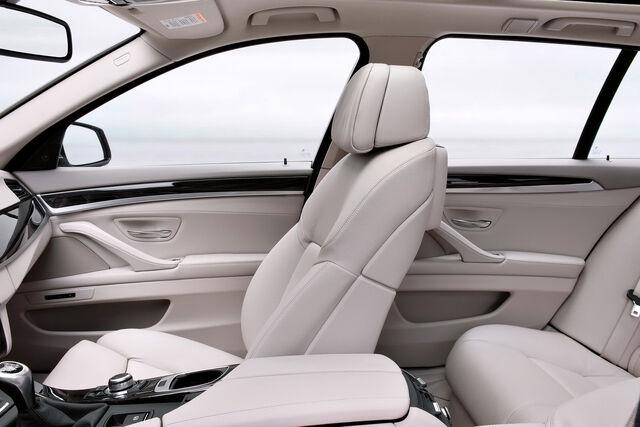 File:2011-BMW-5-Series-Touring-44.jpg