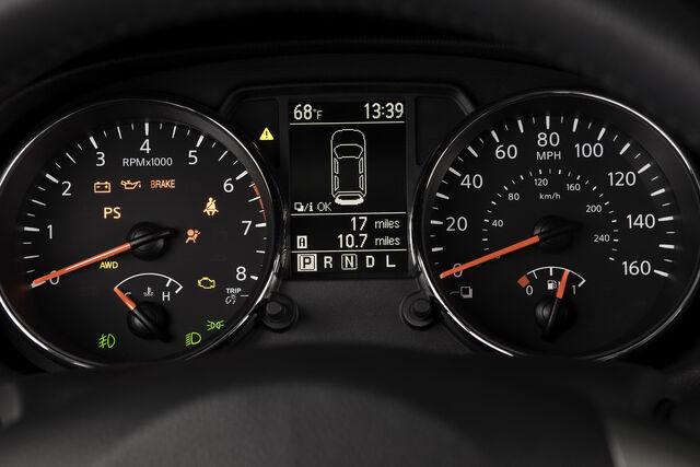 File:2011-Nissan-Rofue-FL-127.jpg