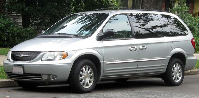 File:-2004 Chrysler Town and Country.jpg
