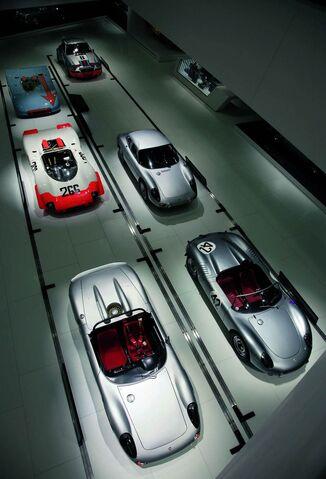 File:Porsche museum 008-0122-950x600.jpg