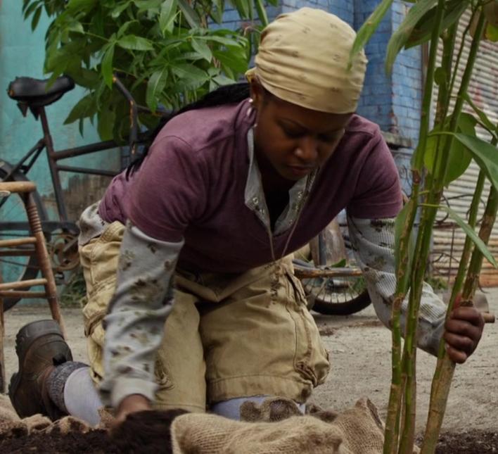 File:Liliane Leilan Juma as Haitian Woman.jpg