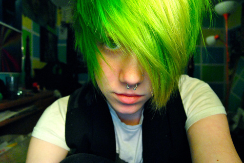 File:Cute-emo-boy-green-hair-septum-Favim.com-334094.jpg