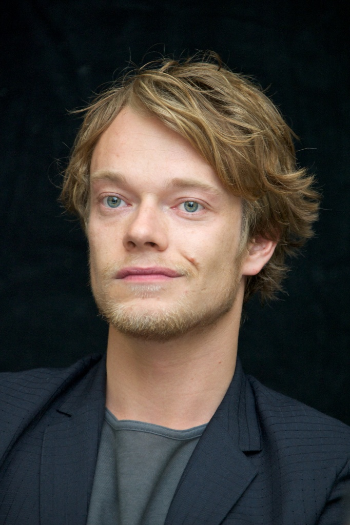 Alfie Allen Nude Photos 36