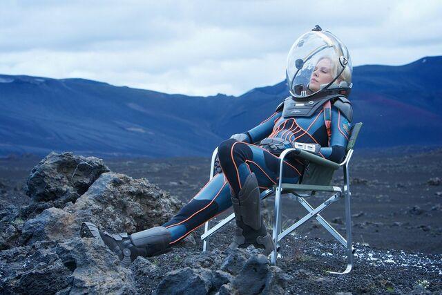 File:Vickers relaxing on prometheus set.jpg