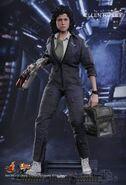 Hot toys-ellen ripley-alien mms366-sigourney weaver-movie-masterpieces-actionfigur-incredible-figures-004